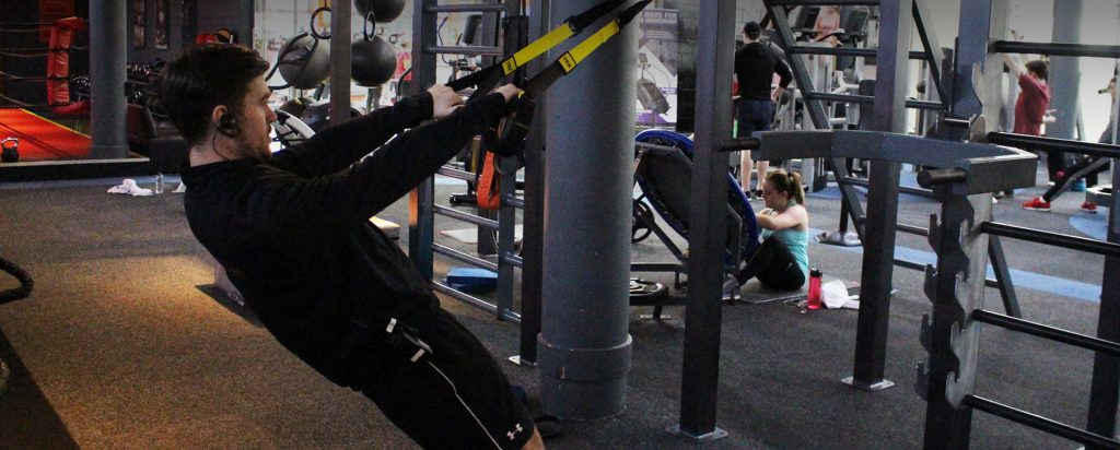 trx in dublin male trainer completing trx back row exercise