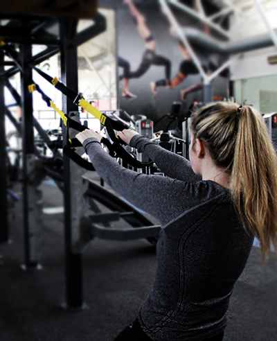 trx in dublin female trainer completing trx back row exercise